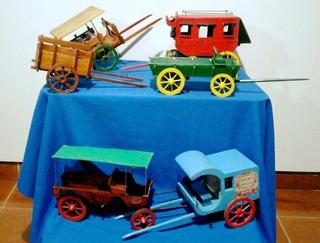 Colección De Carros Y Carruajes Antiguos En Miniatura