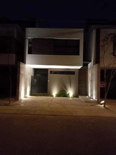 Rento Town House En Montebello