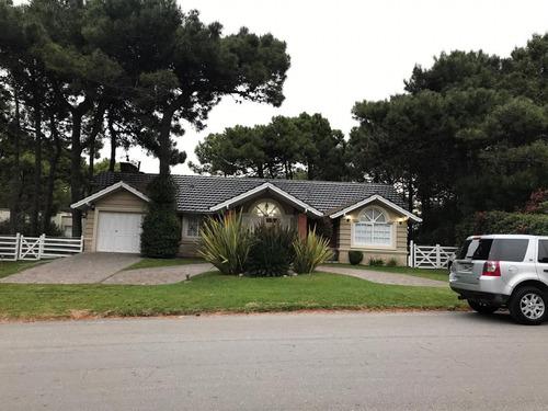 Imagen 1 de 30 de Casa En Av Del Olimpo, 4 Dormitorios Y 3 Baños , A 100 Mts Del Centro Comercial, Excelente Ubicación