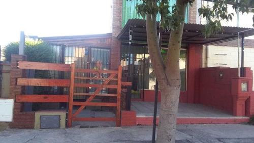 Casa Con Dos Locales Comerciales - B° Los Prados - La Calera