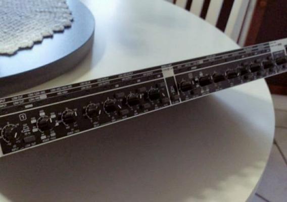 Crossover Behringer Cx 3400