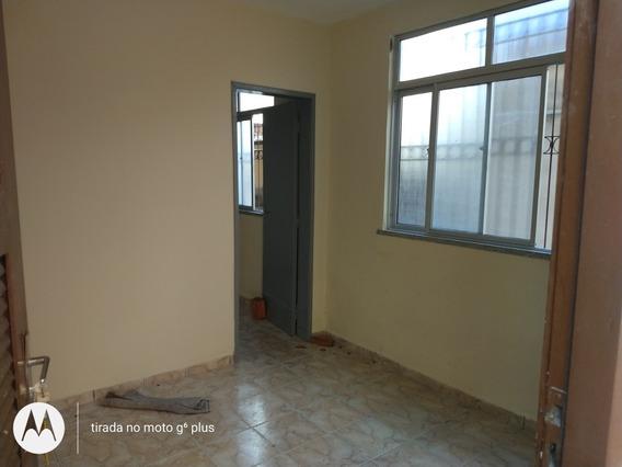Apartamento 1 Quarto, Sala, Wc, Cozinha, Garagem Coberta.
