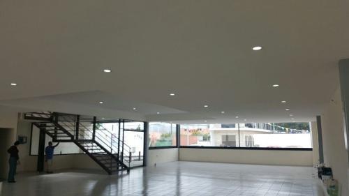 Se Renta Local Comercial En Juriquilla De 275 M2, 8 Cajones De Estacionamiento.