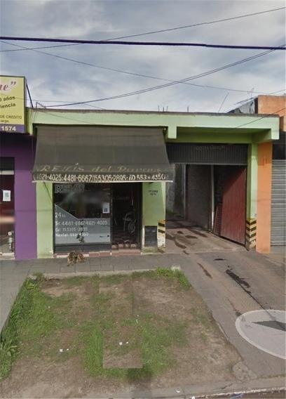 Local En Alquiler :: Con Entrada De Autos Y Amplio Fondo
