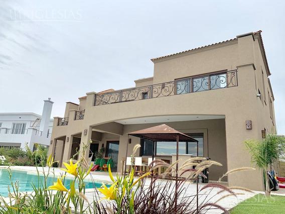 Casa En Venta Con 4 Dormitorios En Lagos Del Golf, Nordelta