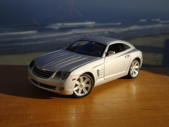 Minatura Chrysler Crossfire - Escala 1/18 - Maisto.