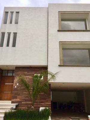 Casa En Venta Residencial Vilago Zona Esmeralda