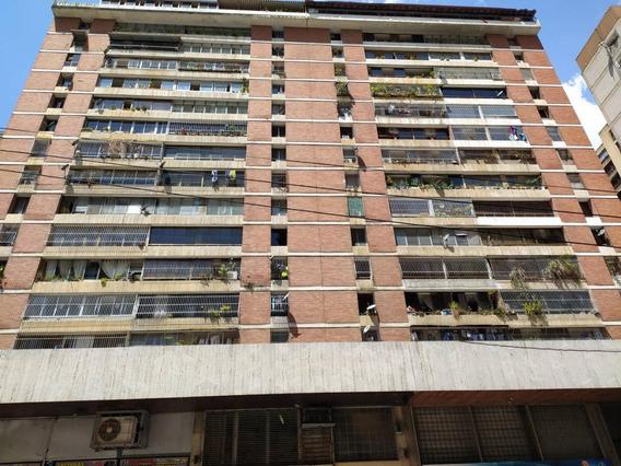 Bello Apartamento En La Candelaria # 20-10888 Jjcg