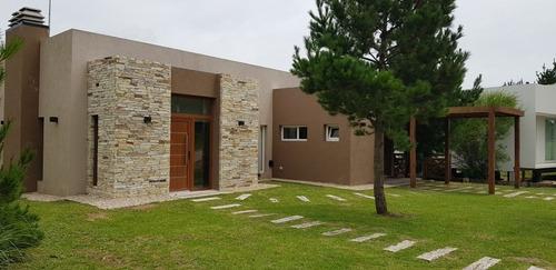Casa En Costa Esmeralda 4 Hab,  3 Baños Y Pileta