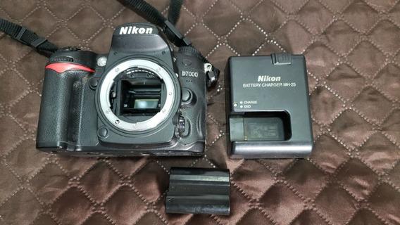 Câmera Nikon D7000 - Apenas Corpo - 114.400 Cliques