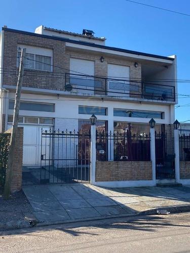 Casa Con Local Comercial Y Departamento. A  Metros  Centro De Carmelo, Colonia
