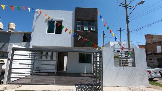 Casa 1710 En Esquina Fracc Parque Real