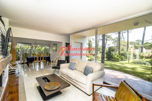 Casa De Seis Dormitorios En Venta - Playa Mansa - Ref: 5438