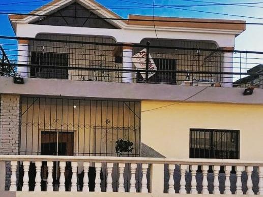 Vendo Casa De Dos Pisos (precio Negociable)