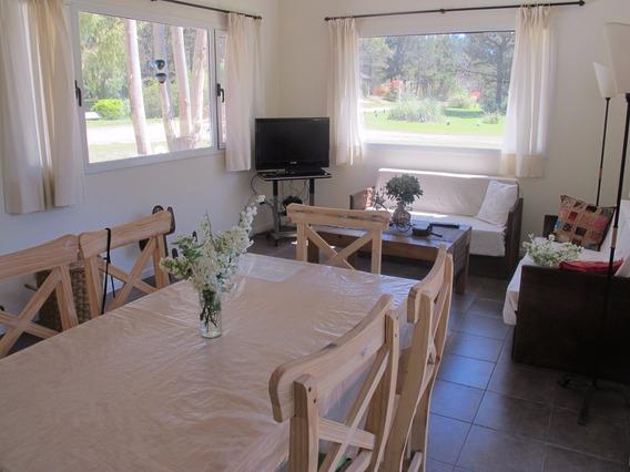 Excelente Casa De 3 Ambientes, Dos Dormitorios Uno En Suite