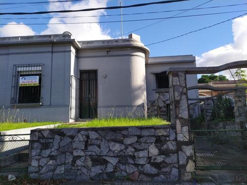 Excelente Casa Sobre Avenida