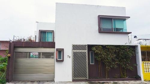 Casa En Venta En Fracc. Lomas Del Mar. Boca Del Río, Ver.