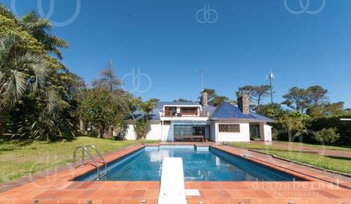 Punta Del Este, Casa En Mansa,  4 Dormitorios Y Piscina. - Ref: 43552