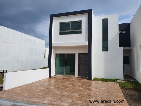 Residencia En Lomas De La Rioja Con Recamara En Planta Baja
