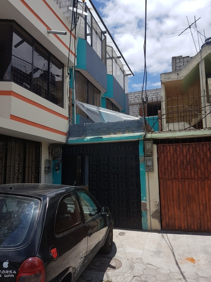 Casa 2 Departamentos Y Garage Para 1 Vehiculo
