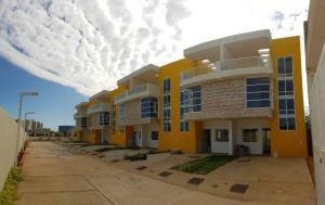 Venta Townhouse Lago Mar Beach Mls #19-16182 Isabel Barrios