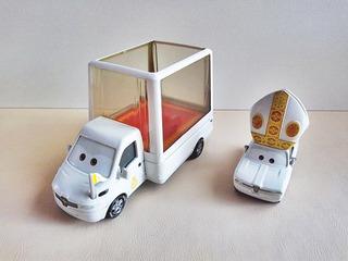 Disney Pixar Cars 2 El Papamobil Con El Papa Pinion Iv