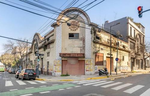 Imagen 1 de 22 de Galpón Y/o Deposito En La Mejor Esquina De La Ciudad De Buenos Aires