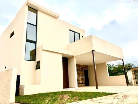 Residencia En Venta En Privada Al Norte De Mérida