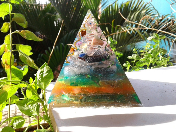 Orgonite De Cristais Prisma Piramide Purificador Tam Pm