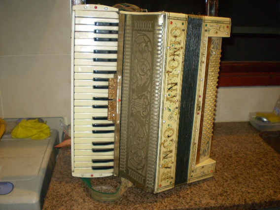 Antigua Acordeon A Piano Vercelli Italiana