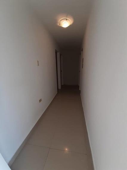 Apartamento. Alquiler. El Alcázar. Teléfono: 0426 3270353
