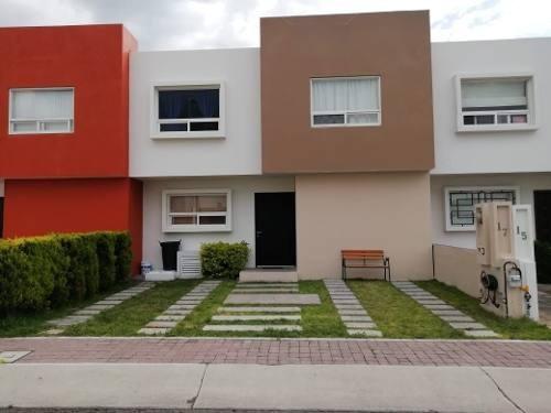 Casa En Venta En El Fraccionamiento Mirador, 3 Recamaras, 2.5 Baños, Sala De Tv