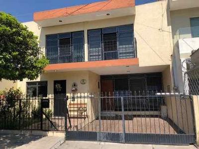 Casa En Venta Muy Amplia En El Centro De Guadalajara
