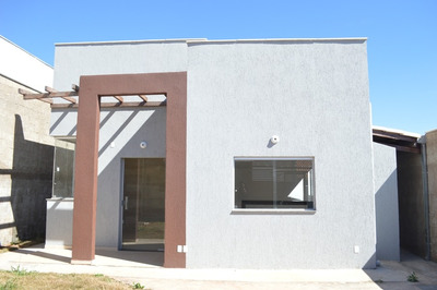Casa Totalmente Individual De 3 Quartos, Sendo 1 Com Suíte, Em Lote De 230m² E Acabamento Toda Em Porcelanato! - Bmc53