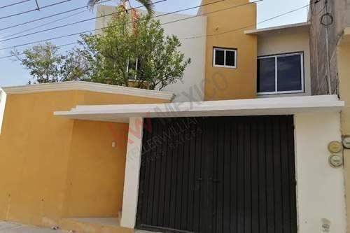 Casa En Venta En Fraccionamiento Primavera, Tuxtla Gutierrez, Chiapas.