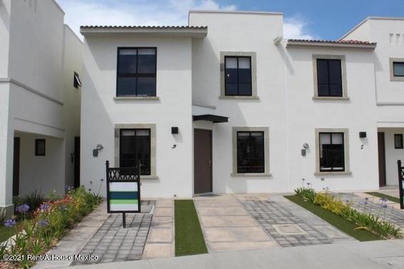 Casa En Renta En Zakia, El Marques, Rah-mx-21-2485