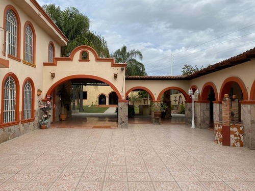 Se Vende Casa Con Terraza Para Eventos | El Verde