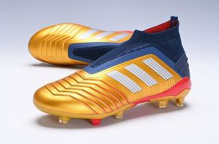 Chuteira adidas Predator 19 Campo Gold Profissional :