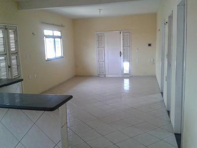 Aluga-se Casa 3 Quartos, 3 Banheiros