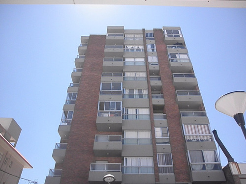 Apartamento Centro De Piriápolis A Media Del Mar (ref. 709)