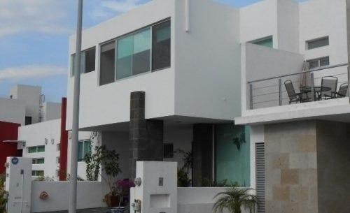 Hermosa Casa En Venta En El Refugio, De Oportunidad !!