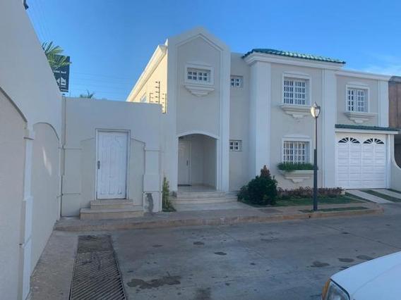 Townhouse En Venta. Fuerzas Armadas. Mls 20-18072. Adl.