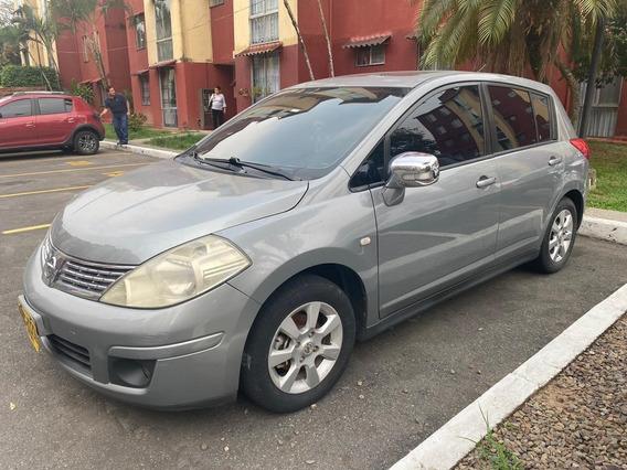 Nissan Tiida Premium Hatchback 1800 Mecánico