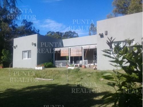 Divina Chacra En La Barra, 4 Dormitorios, Suite Con Vestidor, Toilette, Deck, Parrillero Techado, Pérgola Auto, 2000 M2 Terreno. - Ref: 320