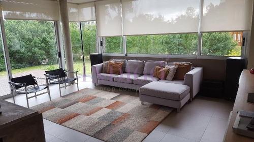 Casa En Alquiler En La Arbolada, 3 Dormitorios .- Ref: 181