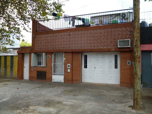 Casa 2 Dormitorios Con Departamento En Planta Alta