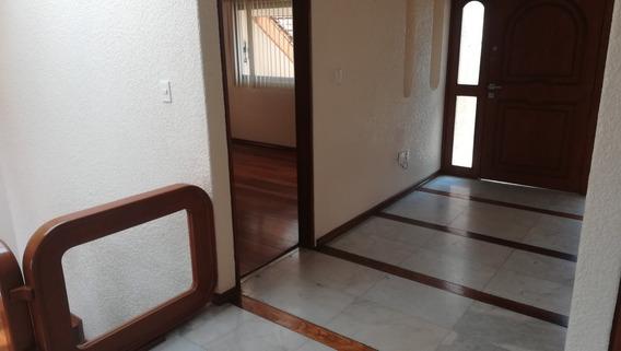 Casa En Venta En Arboledas, 5 Rec., 3b., Jardin, Nueva