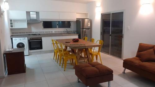 Casa 2 Dormitorios A Pasos De La Península Y De La Playa Mansa- Ref: 5345