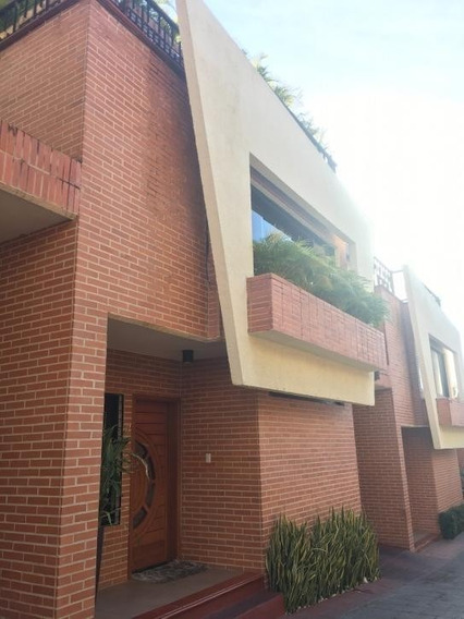 Town House En Piedra Pintada. Wc