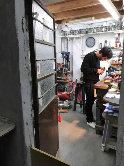 Depósito O Lugar De Trabajo O También Taller Pequeño Artesan